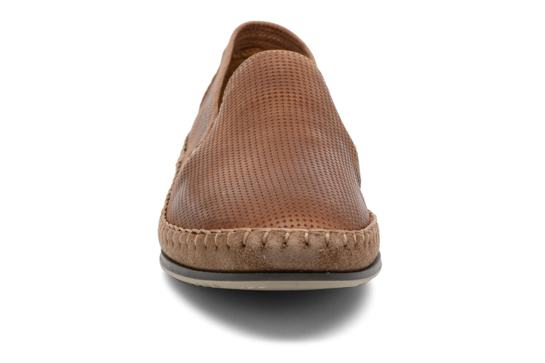 Mocassins Fluchos Bahamas 8674 Marron vue portées chaussures