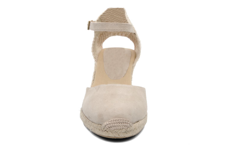 Sandali e scarpe aperte Elizabeth Stuart Volga 630 Beige modello indossato