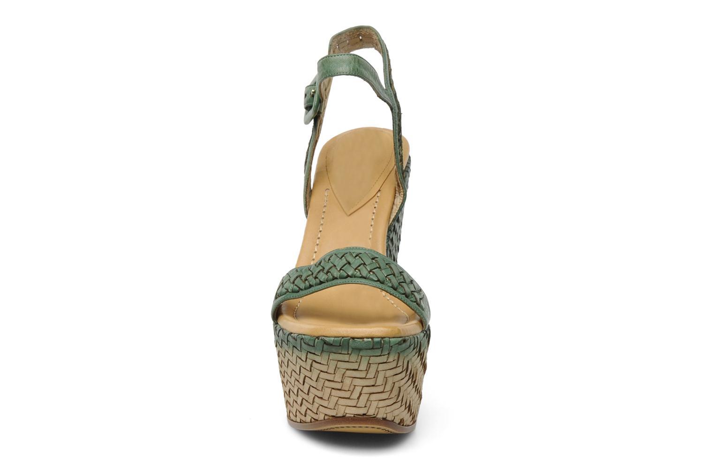Sandalen Eva Turner WAVYNI grün schuhe getragen