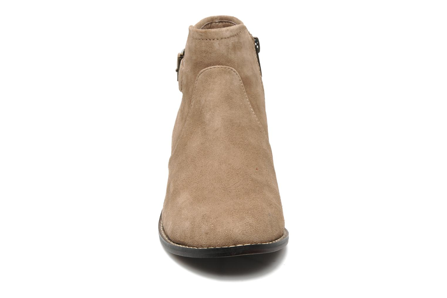 Prizzzie Taupe Suede