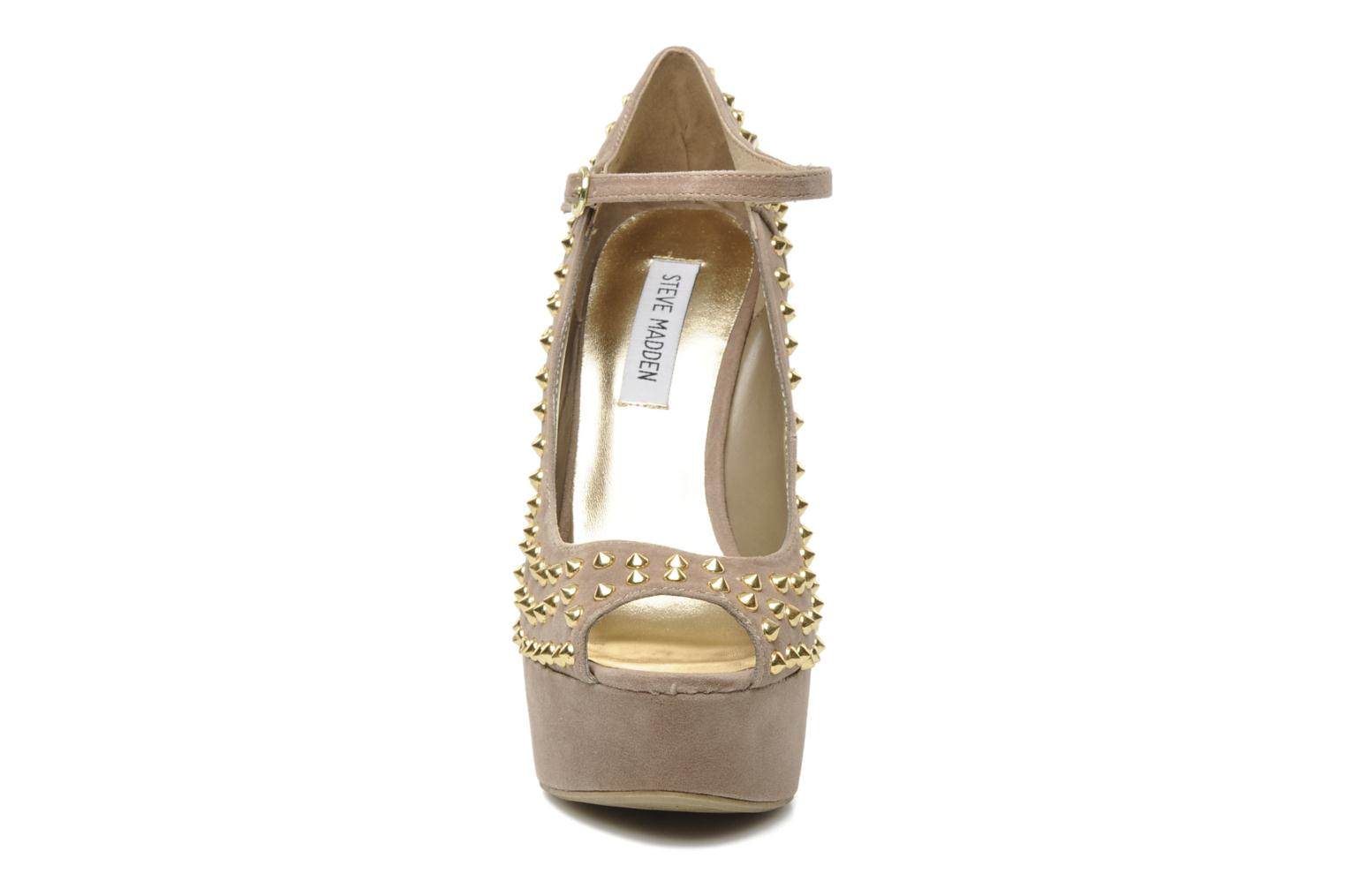 High heels Steve Madden GAMMBLEE Beige model view
