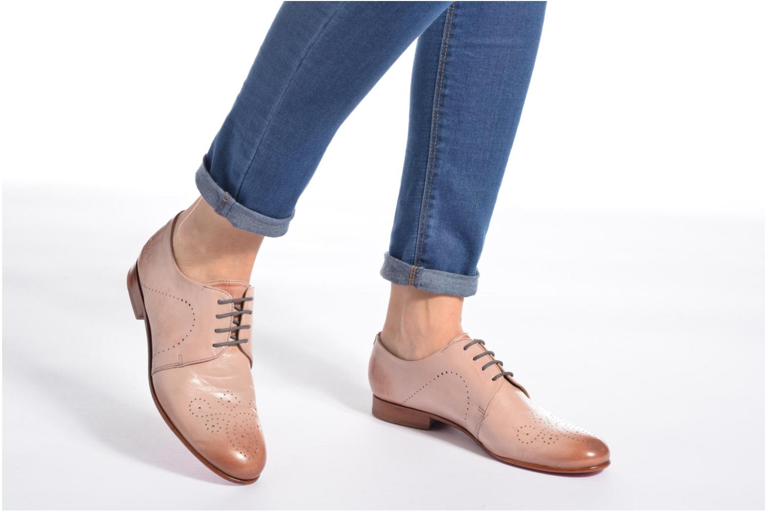 Lace-up shoes Melvin & Hamilton Sally 1 Beige view from underneath / model view