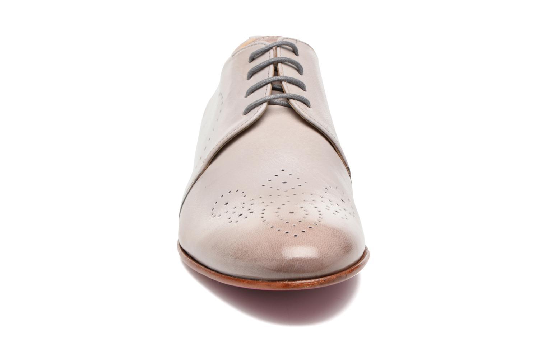 Zapatos con cordones Melvin & Hamilton Sally 1 Beige vista del modelo
