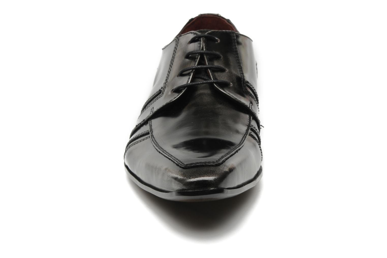 Scarpe con lacci Redskins Horus Nero modello indossato
