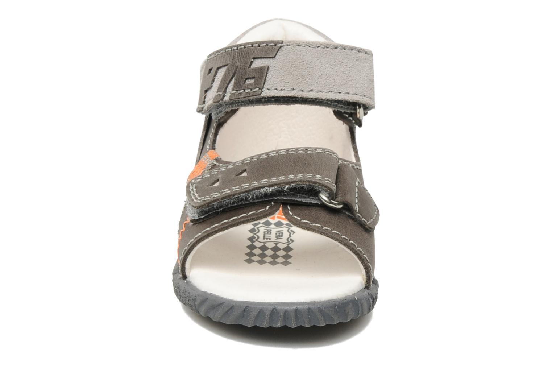 Sandales et nu-pieds Primigi Cooper Gris vue portées chaussures