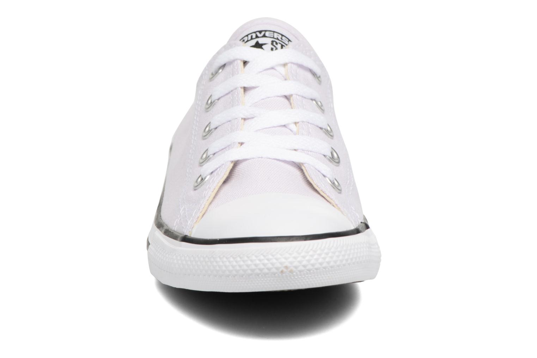 Sneakers Converse All Star Dainty Canvas Ox W Lila bild av skorna på
