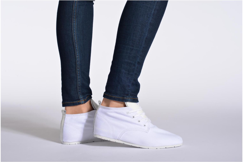 Sneaker Eleven paris Basic Colors F weiß ansicht von unten / tasche getragen