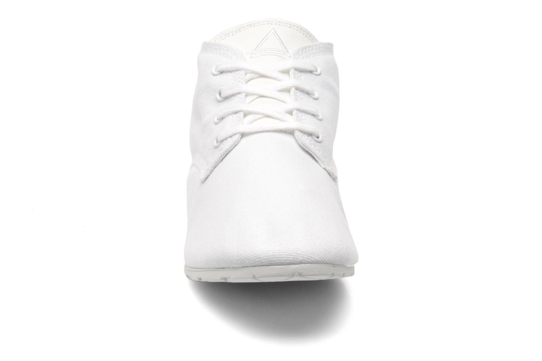 Baskets Eleven paris Basic Colors F Blanc vue portées chaussures