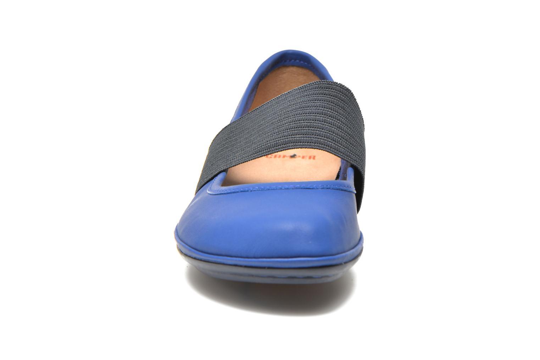 Ballerines Camper Right Nina 21595 Bleu vue portées chaussures