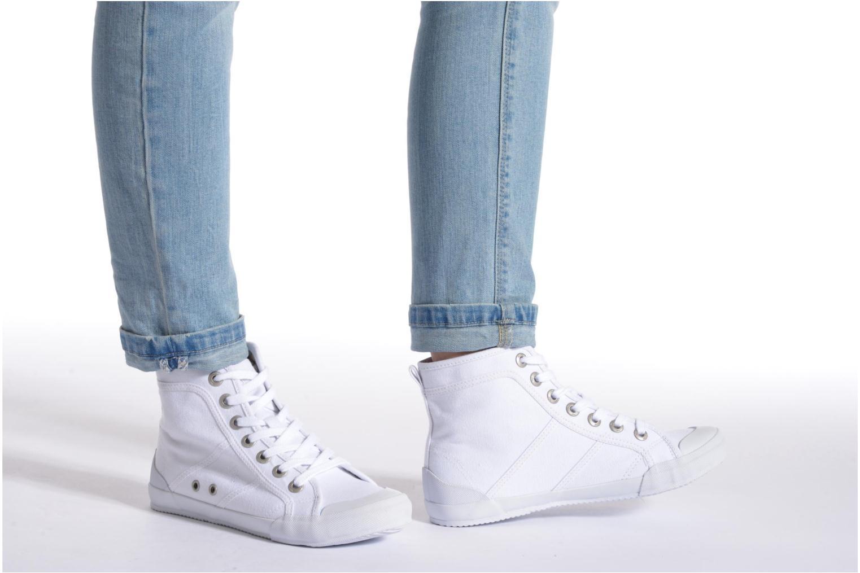 Sneaker TBS Obelia weiß ansicht von unten / tasche getragen
