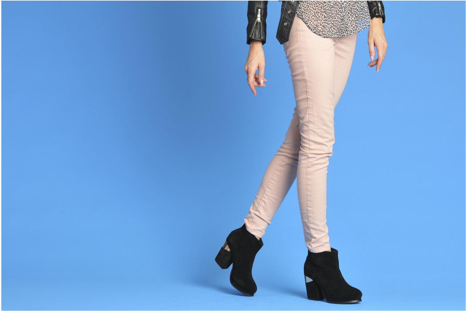 Ankle boots Sol Sana Larry boot Black view from underneath / model view