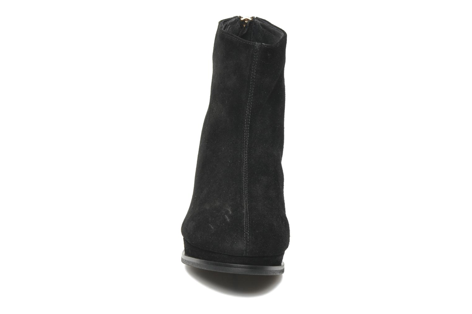 Ankle boots Sol Sana Larry boot Black model view