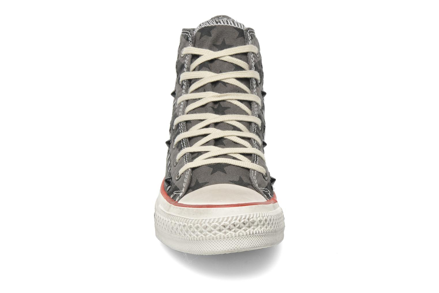 Baskets Converse Chuck Taylor All Star Well Worn Studs Canvas Hi W Gris vue portées chaussures