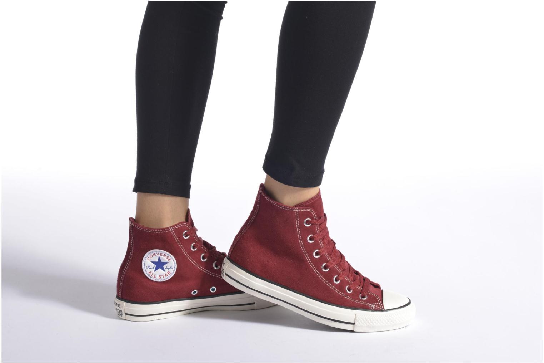 Sneaker Converse Chuck Taylor All Star Suede Hi W weinrot ansicht von unten / tasche getragen