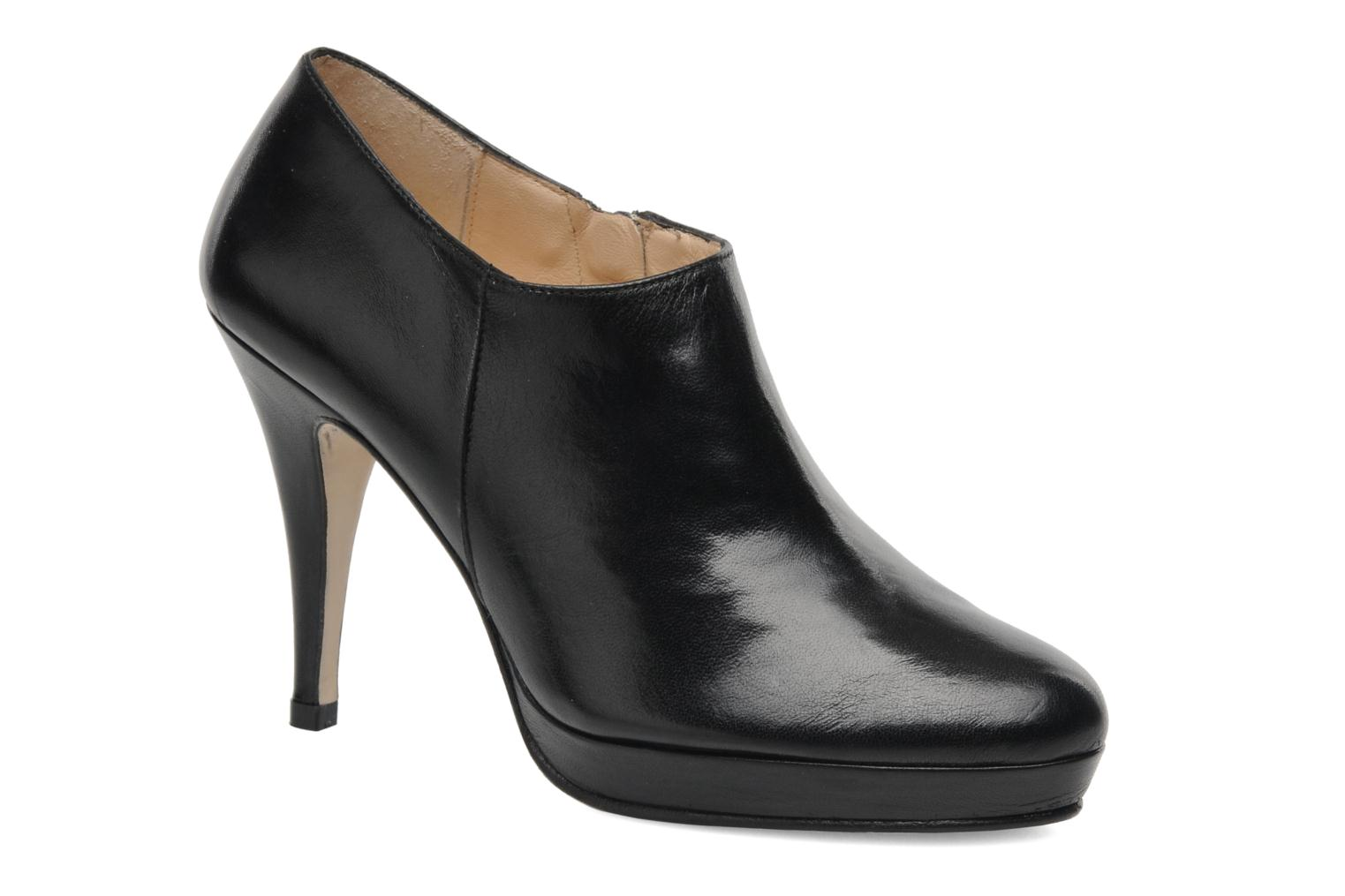 Ankle boots Anna Volodia Anabel Black detailed view/ Pair view