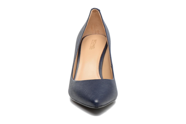 Zapatos de tacón Michael Michael Kors MK Flex Mid Pump W Azul vista del modelo