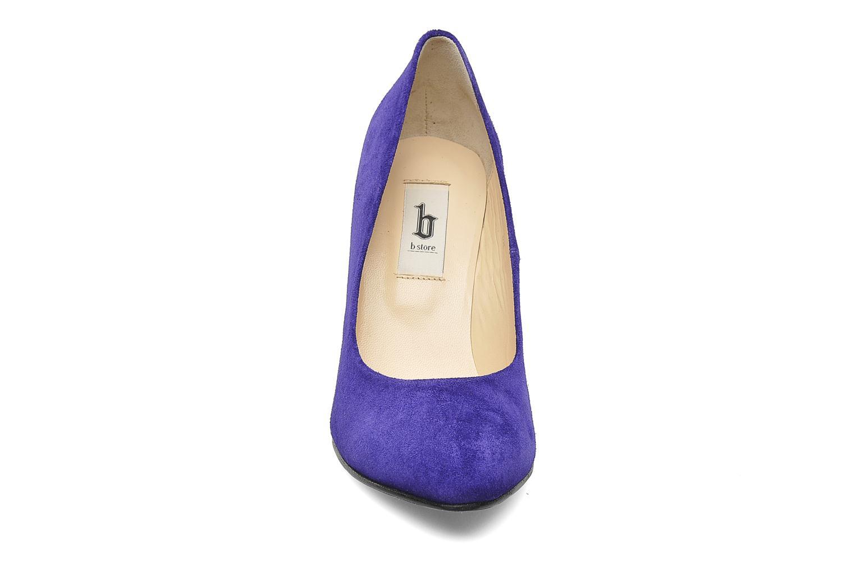 Décolleté B Store Bianca Pump Viola modello indossato