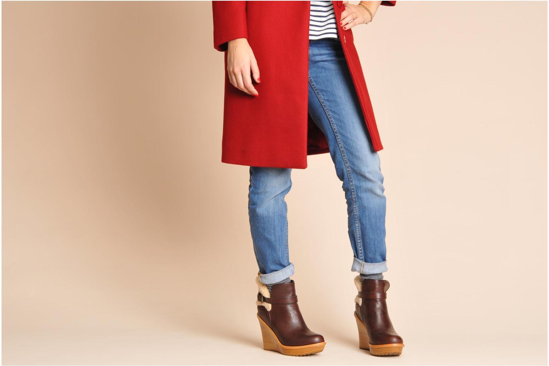 Stiefeletten & Boots UGG Anais braun ansicht von unten / tasche getragen