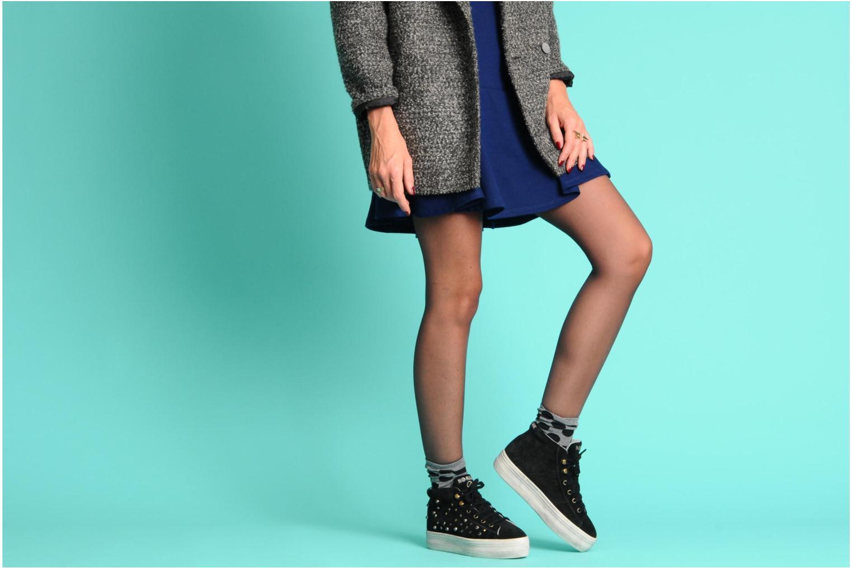 Sneaker No Name Plato hight cut Studs schwarz ansicht von unten / tasche getragen