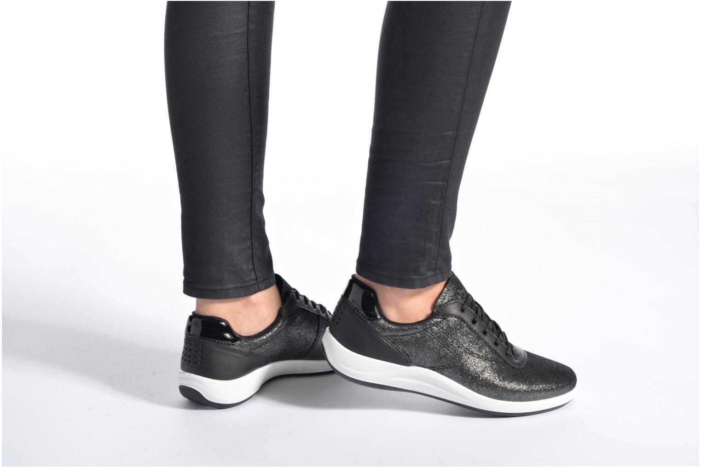 Sneaker TBS Easy Walk Anyway schwarz ansicht von unten / tasche getragen