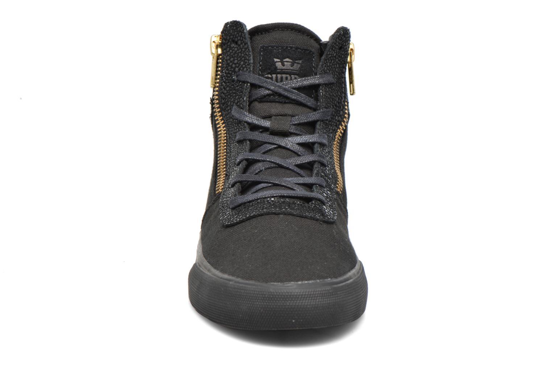 Sneaker Supra Cuttler W schwarz schuhe getragen