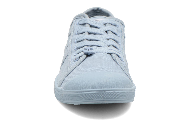Sneakers Le temps des cerises Basic 02 Mono Azzurro modello indossato