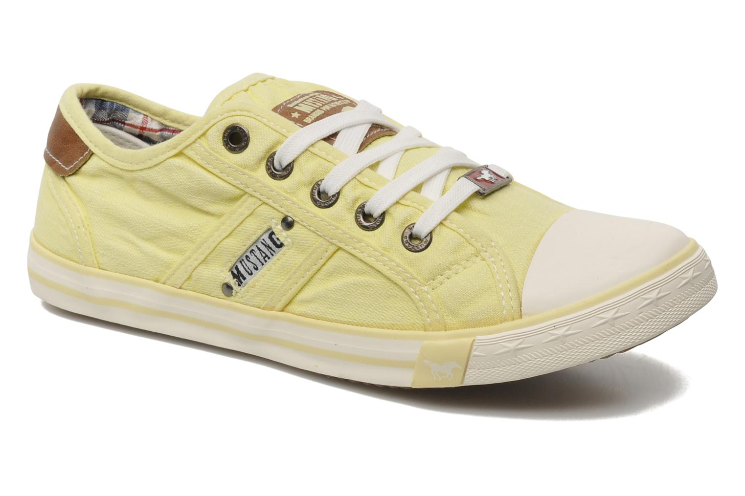 Trainers Mustang shoes Pitaya Yellow detailed view/ Pair view
