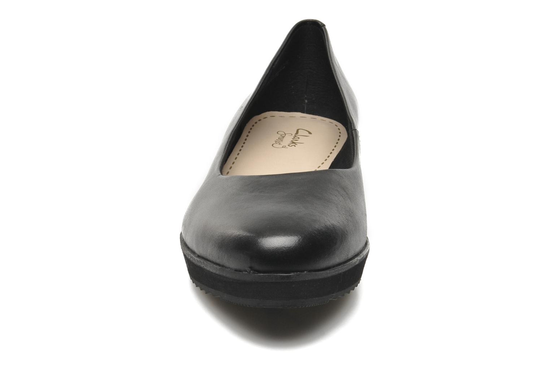 Ballerines Clarks Compass Zone Noir vue portées chaussures
