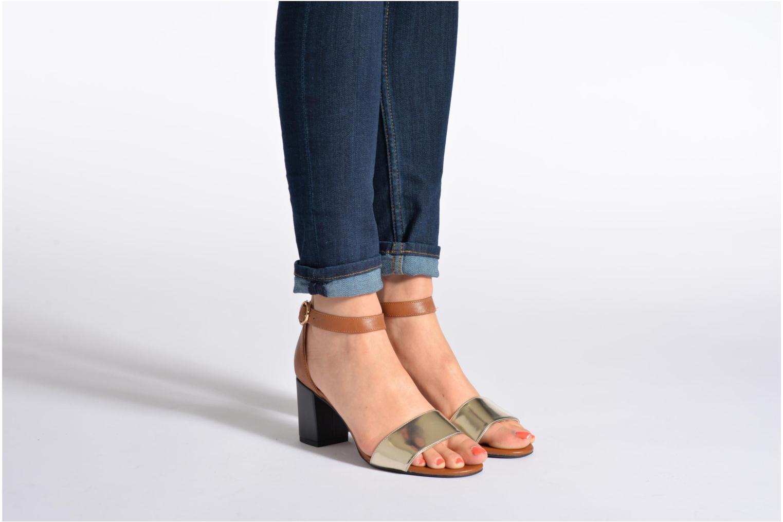 Sandales et nu-pieds Clarks Susie Deva Marron vue bas / vue portée sac