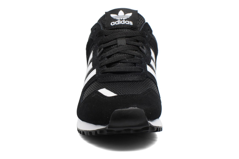 Baskets Adidas Originals Zx 700 Noir vue portées chaussures