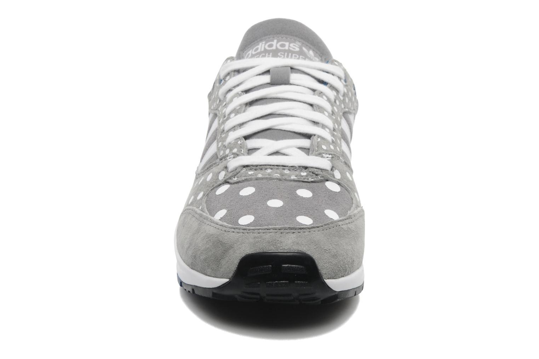 Sneakers Adidas Originals Tech Super Ef W Grå se skoene på