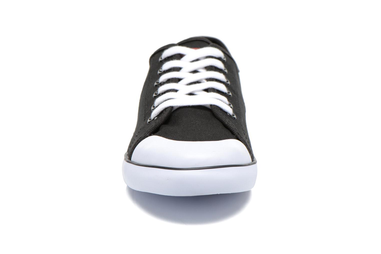 Baskets Levi's Venice Beach Low Noir vue portées chaussures