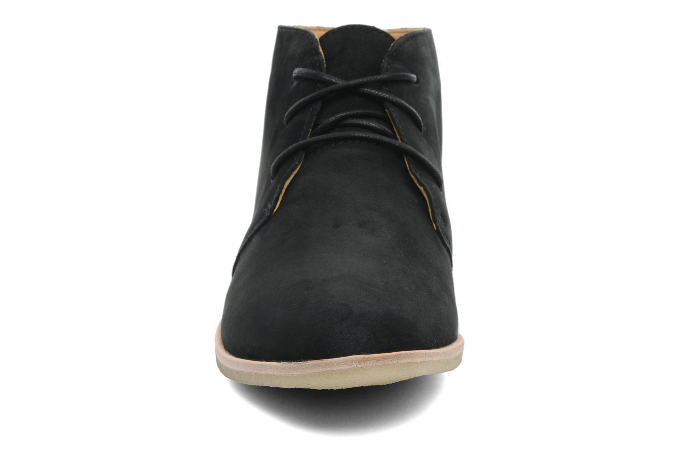 Chaussures à lacets Clarks Originals Phenia Desert Noir vue portées chaussures