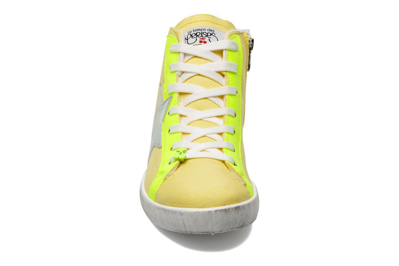 Sneaker Le temps des cerises Galaxie gelb schuhe getragen