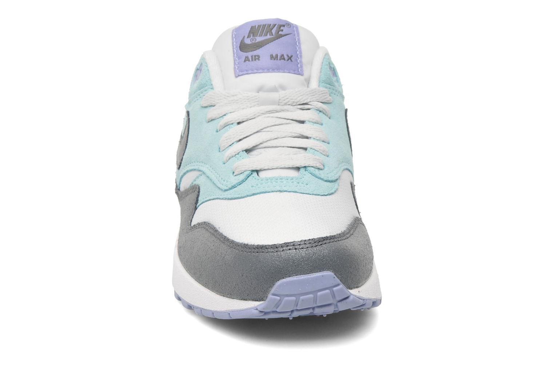 Baskets Nike Wmns Air Max 1 Essential Gris vue portées chaussures