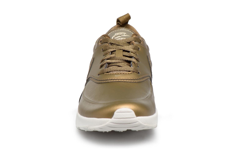 Sneakers Nike Wmns Nike Air Max Thea Prm Bronze och Guld bild av skorna på