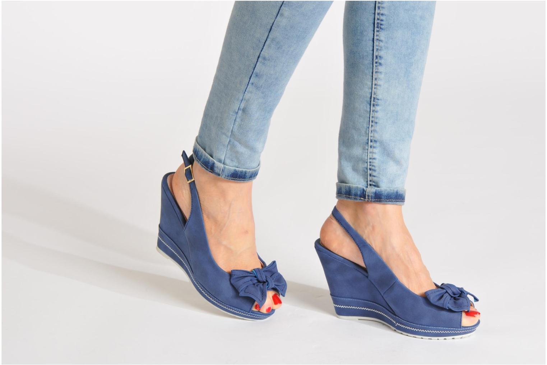 Sandalen Refresh Bojana blau ansicht von unten / tasche getragen
