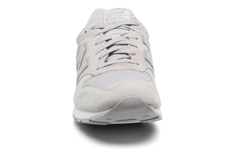 Sneakers New Balance MRL996 Grigio modello indossato