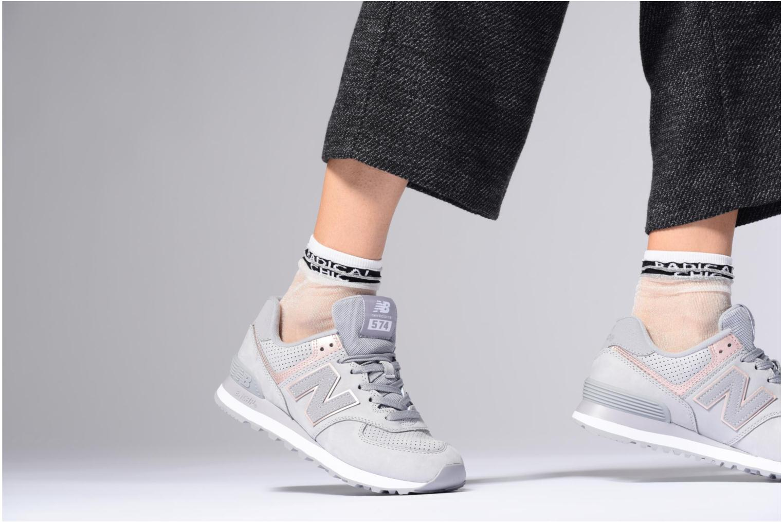 Sneaker New Balance WL574 silber ansicht von unten / tasche getragen