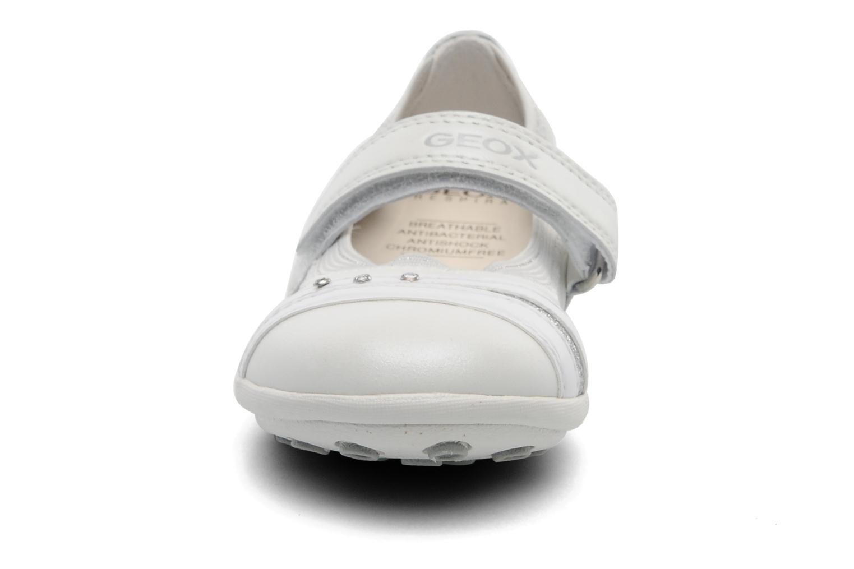 Ballerines Geox J JODIE D Blanc vue portées chaussures