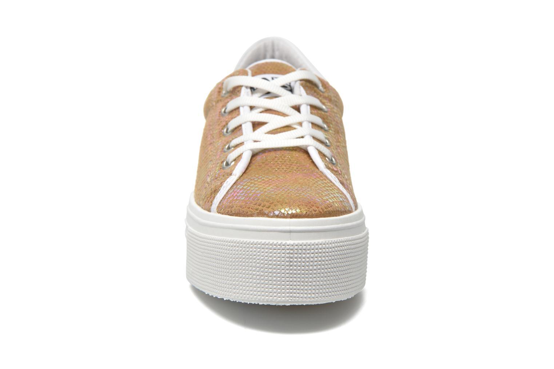 Sneakers No Box Alma Oro e bronzo modello indossato