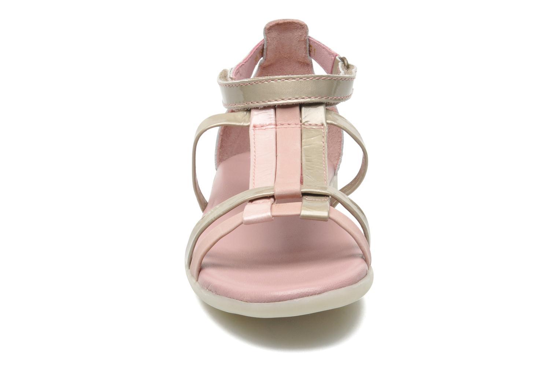 Sandales et nu-pieds Kickers Ariane Rose vue portées chaussures