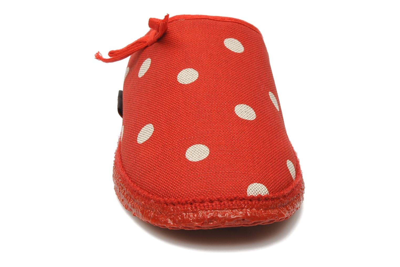Chaussons Giesswein Plein Rouge vue portées chaussures
