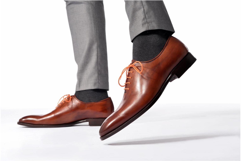 Chaussures à lacets Marvin&Co Luxe Wade - Cousu Goodyear Noir vue bas / vue portée sac