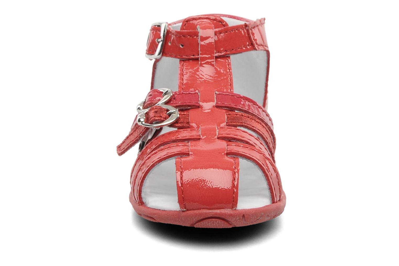 Sandalen GBB Gentiane rot schuhe getragen