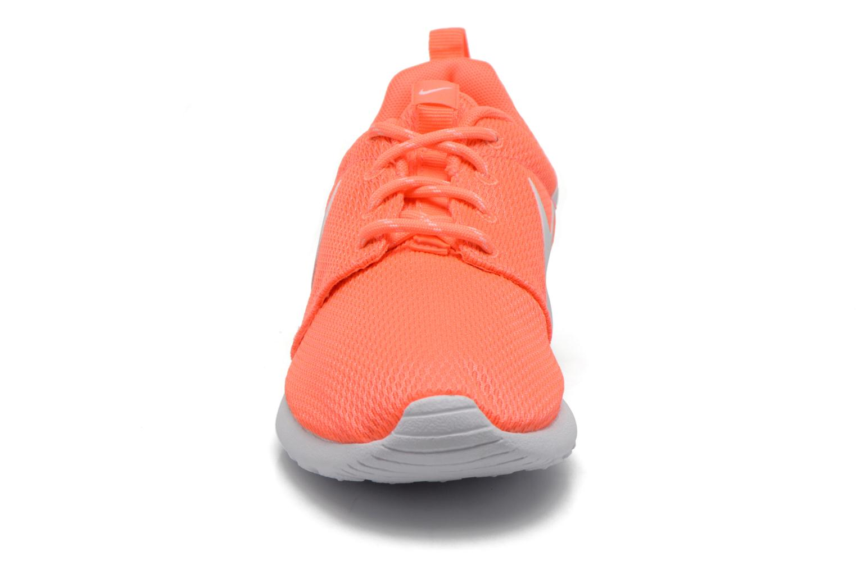Baskets Nike Wmns Nike Roshe One Orange vue portées chaussures