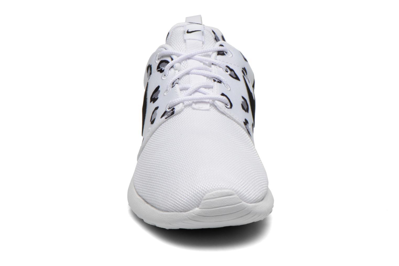 Sneakers Nike Wmns Nike Rosherun Print Bianco modello indossato