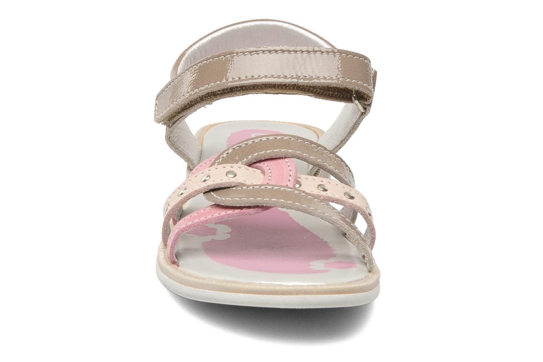 Sandalen Bopy ETOI braun schuhe getragen