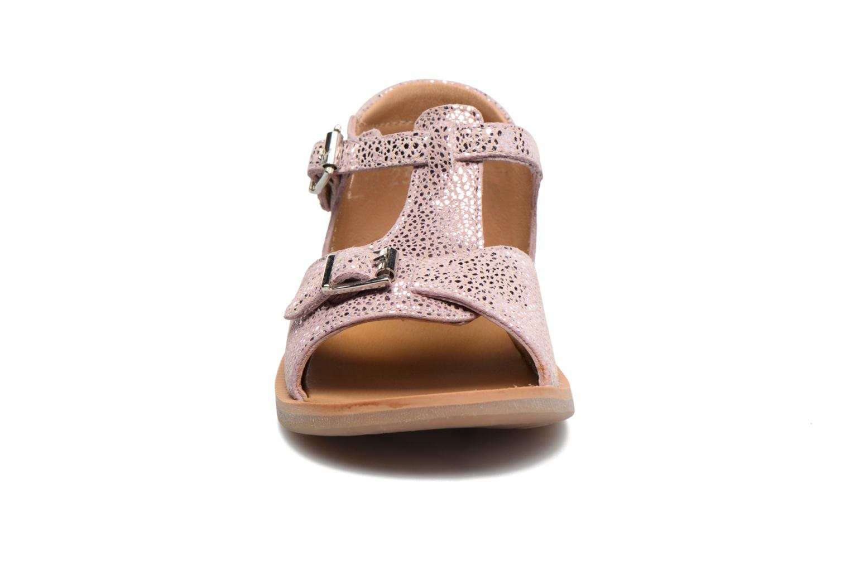 Sandali e scarpe aperte Pom d Api POPPY BUCKLE Rosa modello indossato
