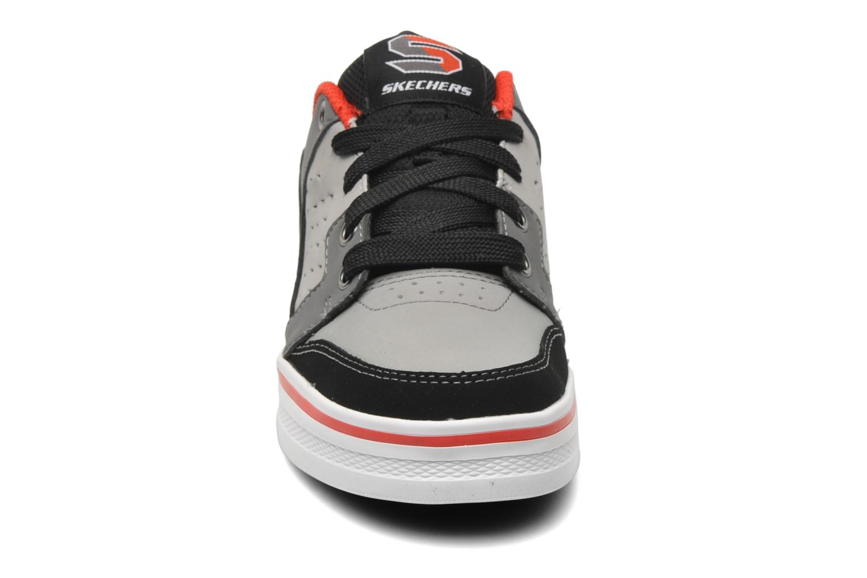 Baskets Skechers Kelp-Kickturn Gris vue portées chaussures